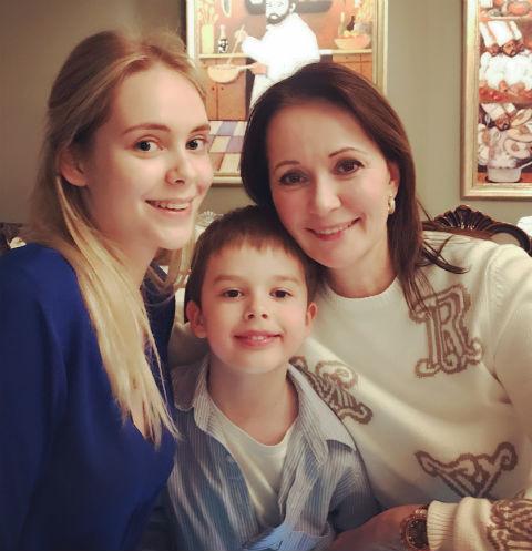 Ольга Кабо с дочерью и сыном