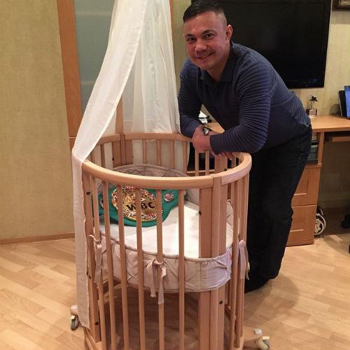Для сына Костя Цзю выбрал кроватку-трансформер Stokke Sleepi стоимостью 46 тысяч рублей. Такая же – у Марии Кожевниковой