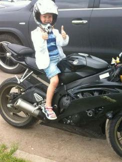 Это фото сына Евгений разместил осенью 2012 года в «Твиттере»