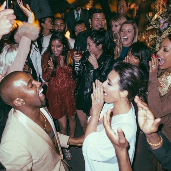 «Затем мы танцевали всю ночь под дождем», - подписала фото Ким Кардашьян