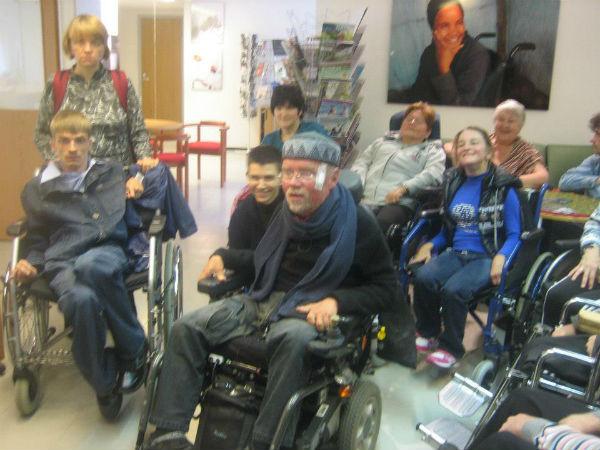 Калле Кенкелле (на фото в центре) изменил отношение к инвалидам в Финляндии, Алексей хочет сделать то же самое в России