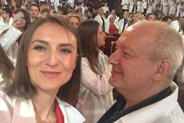 Ксения Бик защищает имя супруга