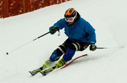 На горнолыжных трассах Сергей развивает скорость до 100 км/ч. Ленинградская область, февраль 2013 года