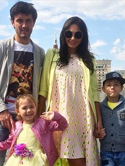 Инна Жиркова с мужем Юрием, сыном Дмитрием и дочерью Миланой