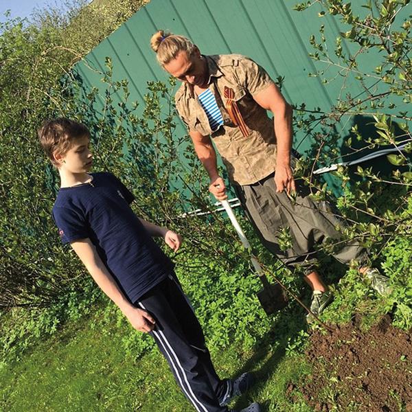 Наташа Королева пристрастила к огороду всю семью