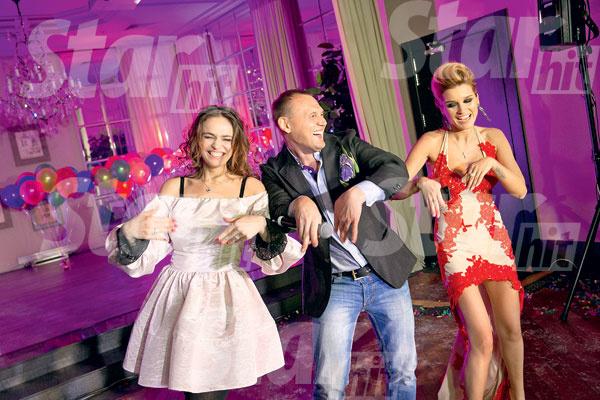 Под песню Степы танцуют все! На сцене трио: Водонаева, Менщиков, Бородина