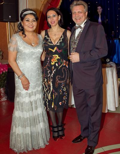 Клара Кузденбаева с женихом Владимиром Кузнецовым и Алика Смехова