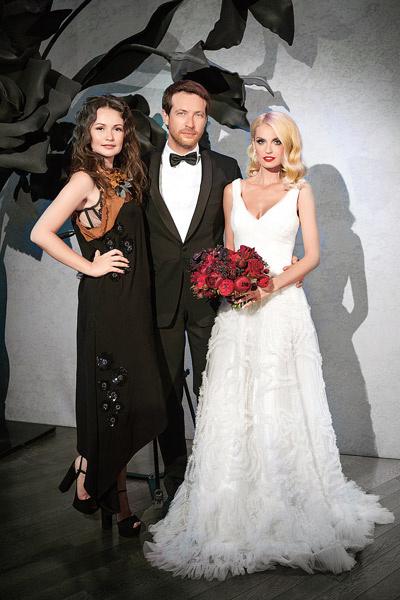 Саша хотела быть на праздновании 5-летия отношений в свадебном платье. Именно под него Юля Шакирова украшала зал и стол