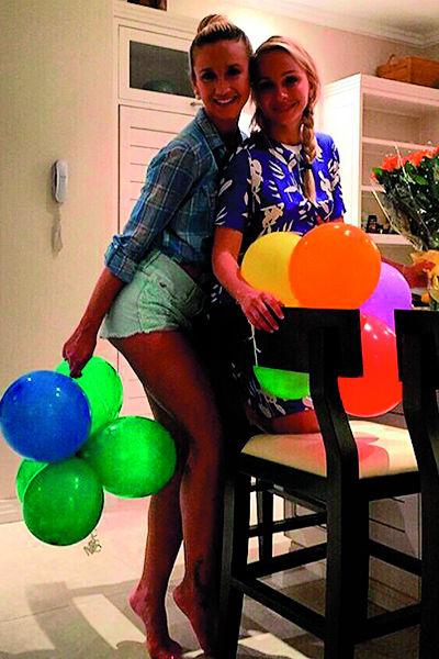 Оля и Наташа дружат много лет. На фото – девушки на дне рождения Варвиной на Сейшелах 23 ноября 2014 года