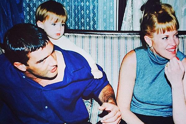 Тот же 1997 год. Семья в самом начале большого пути
