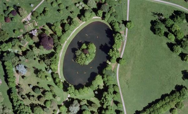 Место захоронения принцессы Дианы. Вид сверху