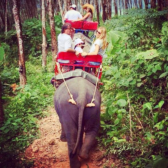 «Трясет не по-детски, так что в положении я бы больше не поехала!» - поделилась впечатлениями от прогулки по джунглям Полина Диброва