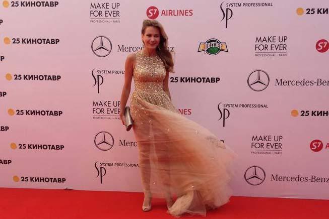 Анна Горшкова показала свои стройные ноги
