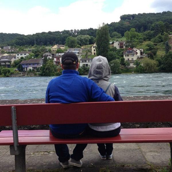 «Если долго сидеть на берегу реки....» - подписала фото актриса