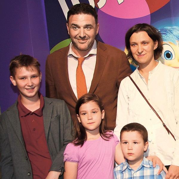 С Максимом Виторганом актриса озвучивала героев мультфильма «Головоломка». На премьере в 2016 году с тремя старшими детьми