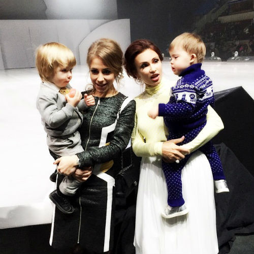 Юлия Барановская и Эвелина Бледанс с сыновьями