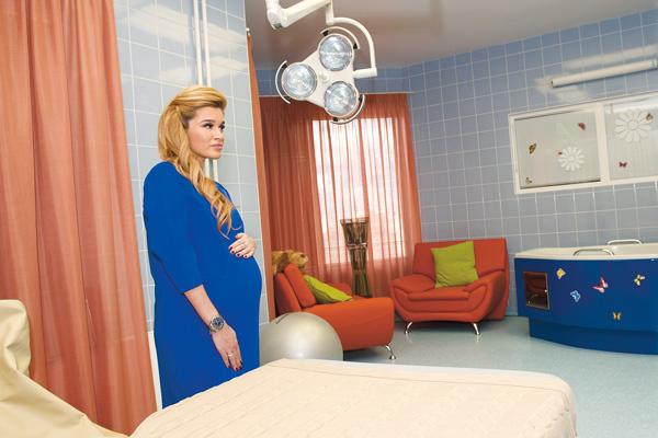 Родовая палата в ПМЦ оформлена в виде уютной гостиной