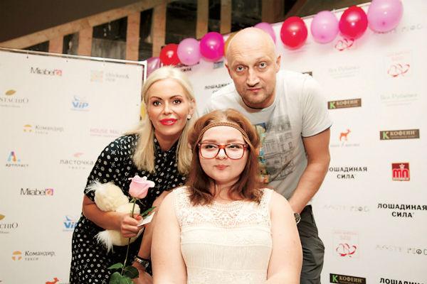 Алиса с Гошей Куценко на благотворительном мастер-классе для детей с ДЦП