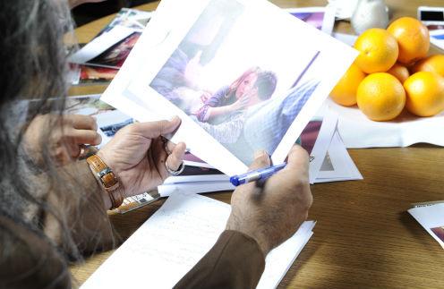 Перед тем как говорить о героях, Мохсен Норузи внимательно изучал их фотографии