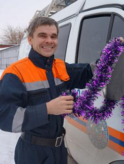По словам спасателя Дмитрия Тимофеева, самый пик вызовов приходится на утро 1 января: народ возвращается домой и понимает, что ключи потеряны в разгаре праздника