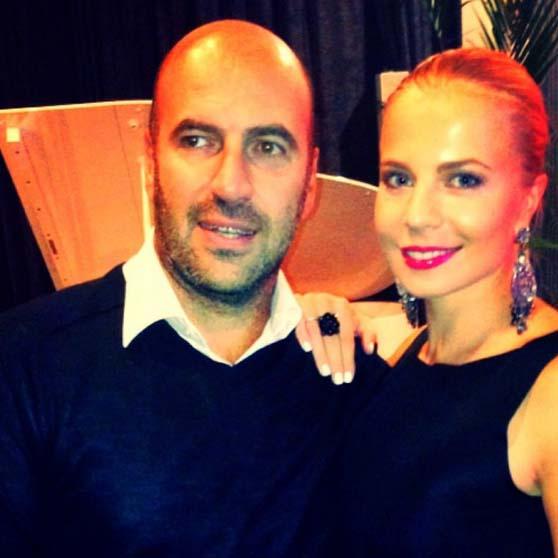 Гости молодых – единственный неженатый участник «Квартета И» Ростислав Хаит с подругой Ольгой