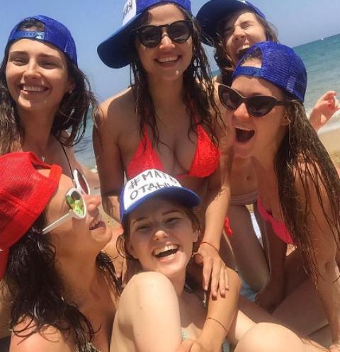 Юлия Топольницкая с подругами устроила жаркий девичник на Крите