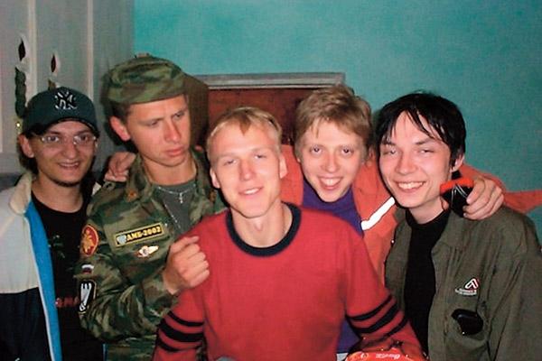 На присягу к Тимуру в Подольск приехали вузовские друзья. 2000 год