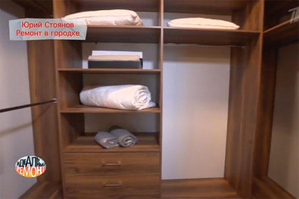 В квартире нашлось место для вместительной гардеробной