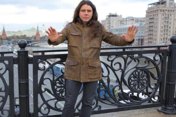 Музыкант уже много лет живет в Москве