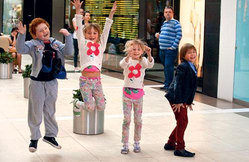Экранные дети героев «Любви в большом городе 3» рассказали о знаменитых папах