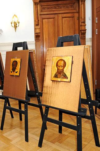 Иконы Николая Угодника из Троице-Сергиевой лавры, их впервые вывезли из России