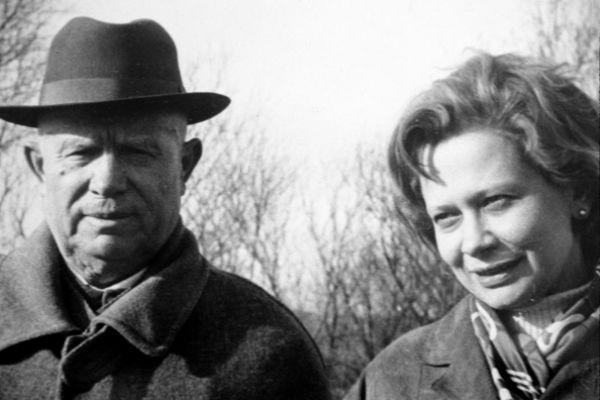 Никита Хрущев удочерил Юлию после исчезновения ее отца