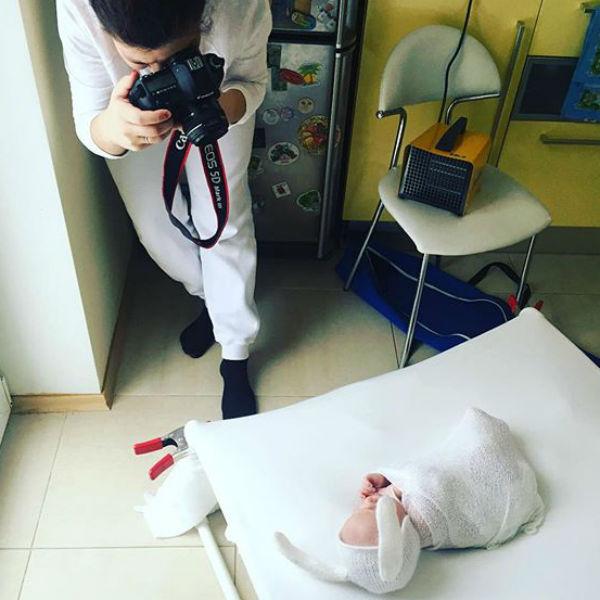 Маленький Мирон появится на своих первых снимках в костюме зайца