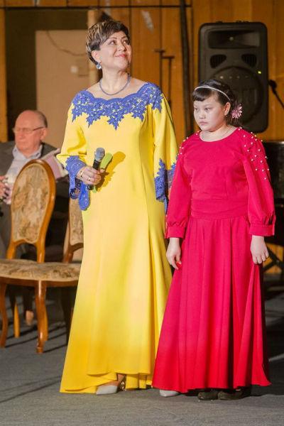 Азима Абдумаминова с дочерью