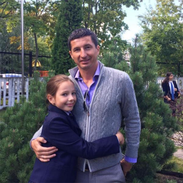 «Моя ученица 4 «А» класса!», - подписал снимок с дочерью Верой Евгений Алдонин
