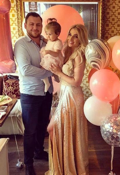 Еще недавно счастливые Тата и Валерий отмечали первый день рождения дочери