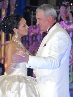 По словам певицы, и внешне, и по характеру она – копия папы. Танец на свадьбе Алсу, 18 марта 2006 года