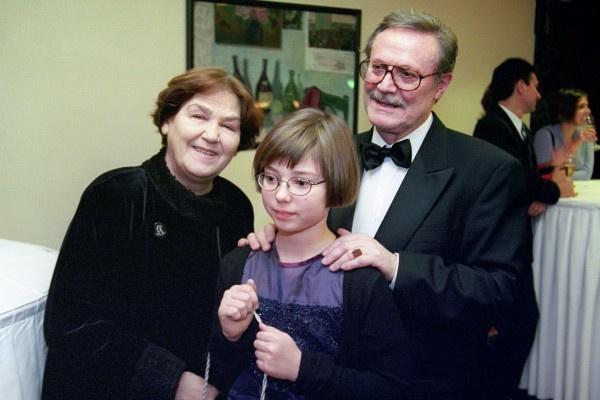 Юрий Соломин проводил много времени с супругой и внучкой