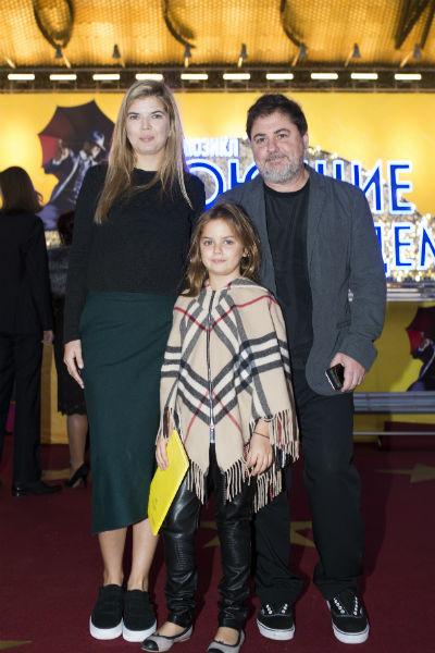 Александр Цекало с женой Викторией и дочкой Сашей