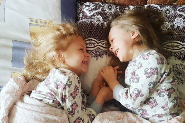 Мария очень переживала за обеих дочек