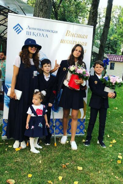 Екатерина Климова с детьми 1 сентября 2018