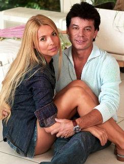 Олег Газманов с женой отмечают стальную свадьбу