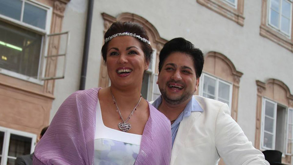 Счастливые жених и невеста