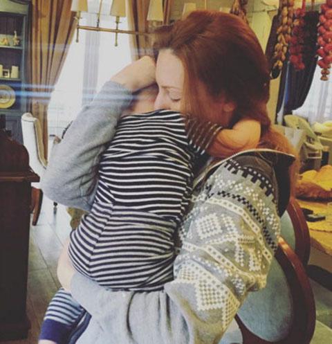 Наталья Подольская подолгу прощается с сыном Артемием