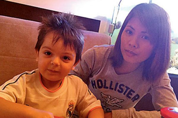 Сын Анастасии Стоцкой с няней-филиппинкой