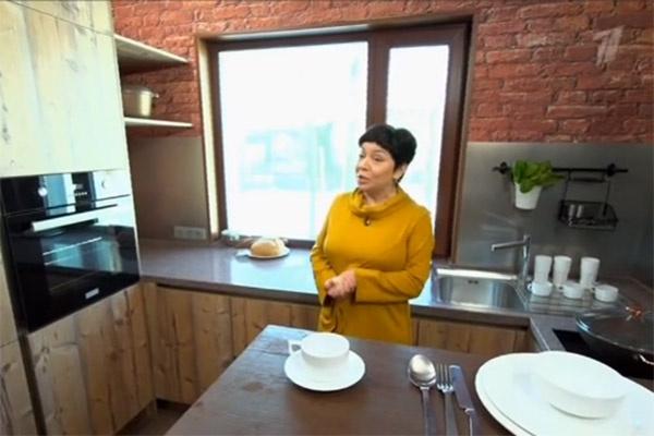 На кухне появились виниловые обои, имитирующие кирпичную кладку