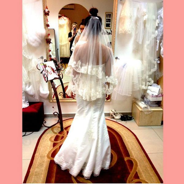"""Солистка """"Серебра"""" сделала фото в свадебном салоне за примеркой подвенечных нарядов"""
