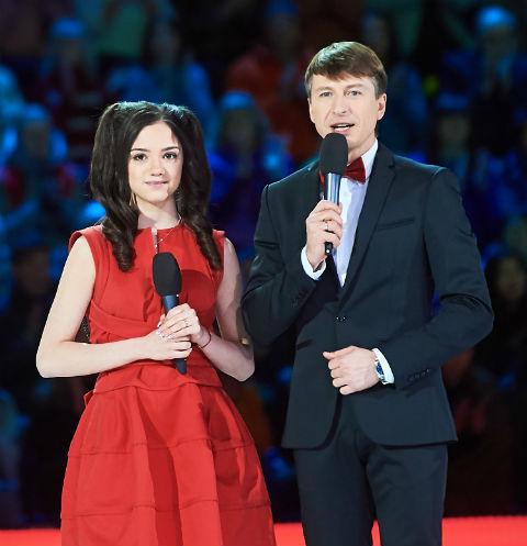 Алексей Ягудин подсказывает Жене, как держаться перед камерой