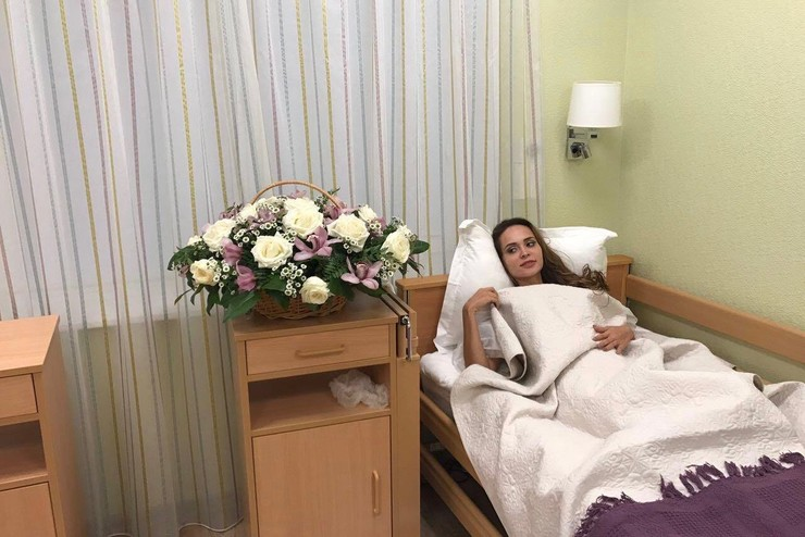 Операция по увеличению груди у Анны Калашниковой прошла успешно