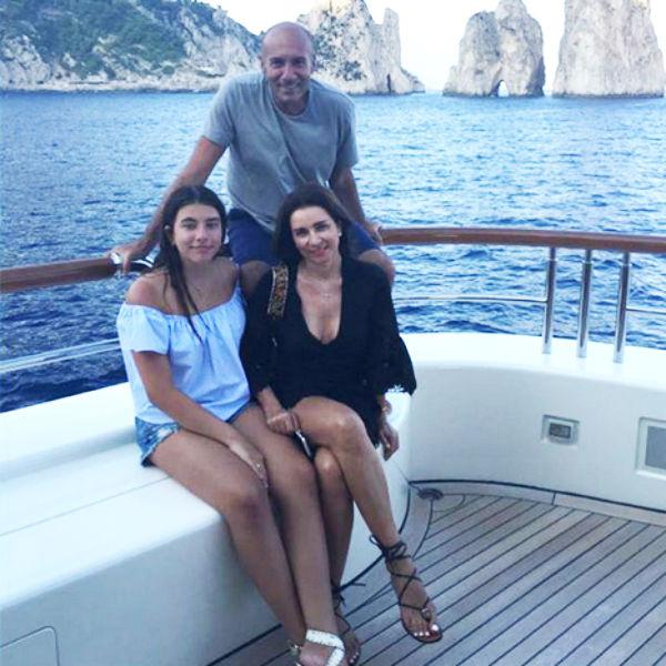 Недавно Крутой отдыхал с женой Ольгой и дочерью Сашей на острове Капри